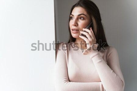 Wesoły dość młoda kobieta stałego za zasłony Zdjęcia stock © deandrobot