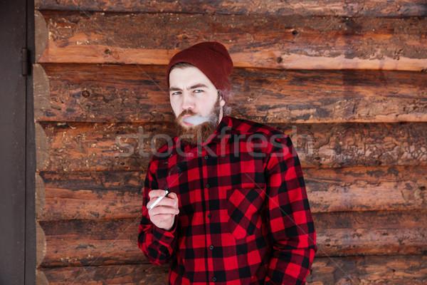 Knappe man roken houten achtergrond rook sigaret Stockfoto © deandrobot