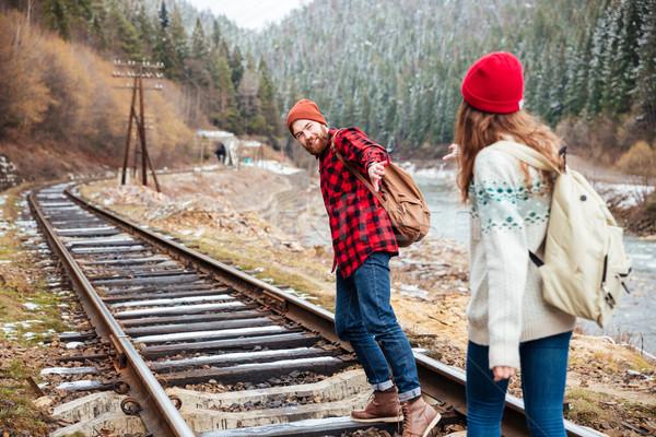 Paar handen spoorweg bergen mooie Stockfoto © deandrobot