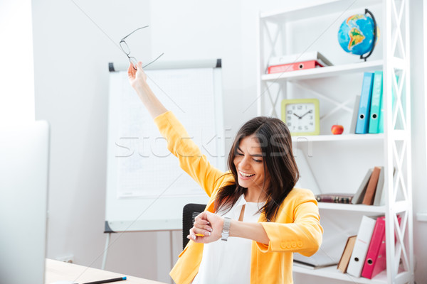 Di successo imprenditrice guardando sorridere ufficio Foto d'archivio © deandrobot