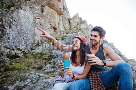 Szczęśliwy para rock posiedzenia dziewczyna Zdjęcia stock © deandrobot
