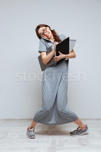 Verticaal afbeelding onhandig vrouwelijke nerd praten Stockfoto © deandrobot