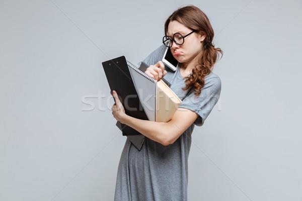 Desajeitado feminino nerd falante telefone óculos Foto stock © deandrobot