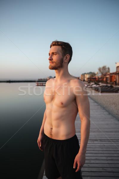 Zagęszczony młodych sportowiec stałego plaży zdjęcie Zdjęcia stock © deandrobot