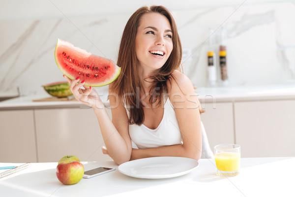 Szczęśliwy uśmiechnięty dziewczyna plaster arbuz Zdjęcia stock © deandrobot