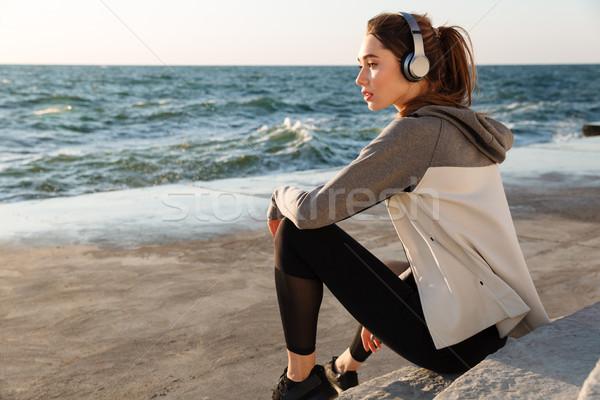 Photo stock: Photo · charmant · sport · femme · écouter · de · la · musique · séance