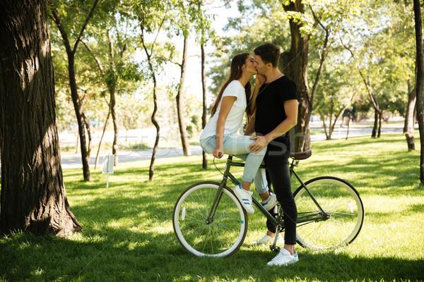 年輕 吸引力 情侶 接吻 其他 女孩 商業照片 © deandrobot