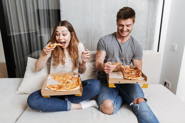 Stok fotoğraf: Mutlu · yeme · pizza · oturma · birlikte