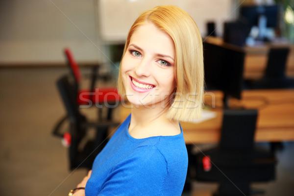 Retrato feliz mulher atraente negócio escritório Foto stock © deandrobot
