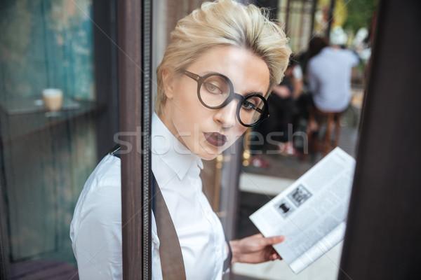 Сток-фото: красивой · молодые · женщину · чтение · книга