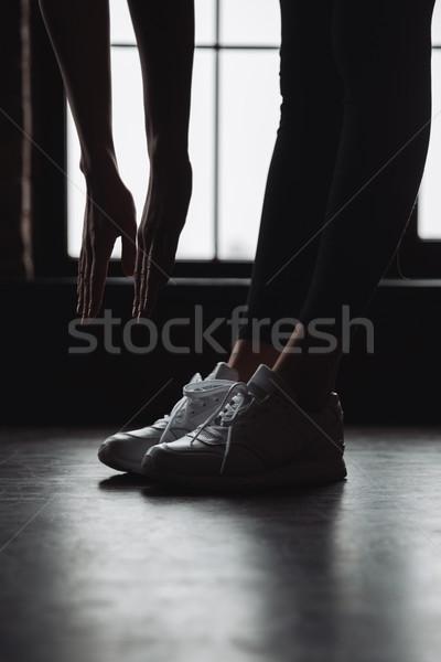 女性 選手 立って ストレッチング ウィンドウ 脚 ストックフォト © deandrobot