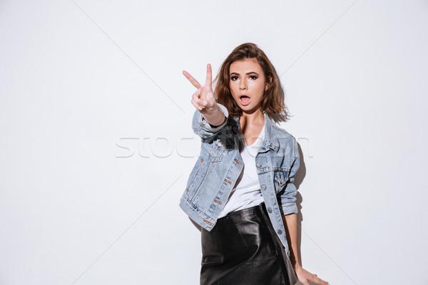 Stock fotó: Gyönyörű · nő · gyártmány · béke · kézmozdulat · fotó · fiatal