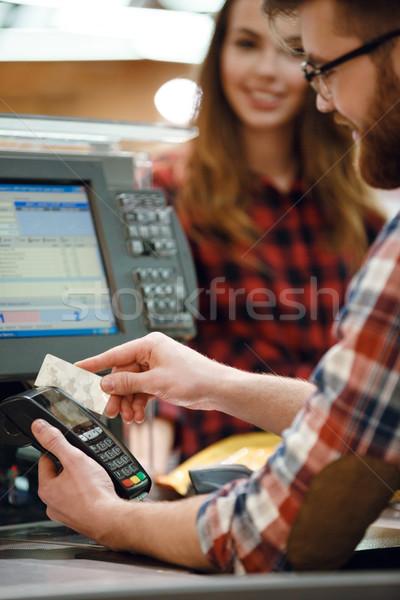 キャッシャー 男 作業領域 支払い 画像 ストックフォト © deandrobot