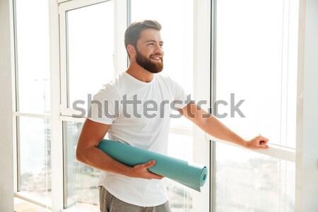 Cool bebaarde man poseren venster home Stockfoto © deandrobot