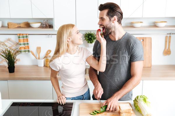 Romantische paar diner keuken home Stockfoto © deandrobot
