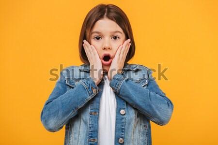 Porträt schockiert wenig Schülerin schauen Kamera Stock foto © deandrobot