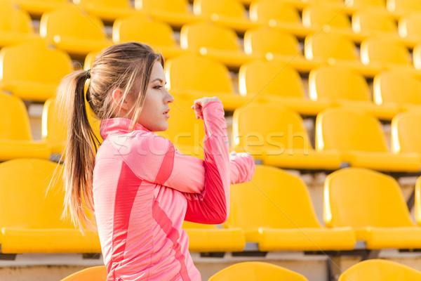 Donna mani stadio ritratto giovani Foto d'archivio © deandrobot