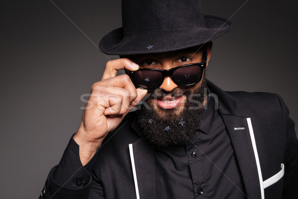 Stijlvol afro amerikaanse man naar camera Stockfoto © deandrobot