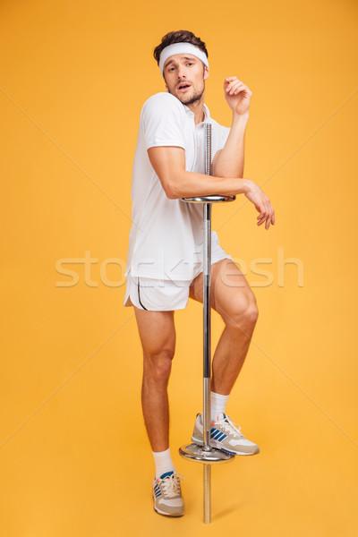 смешные молодые спортсмен Постоянный позируют штанга Сток-фото © deandrobot