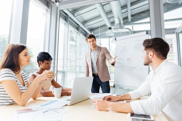 Foto stock: Empresário · apresentação · negócio · plano · flipchart