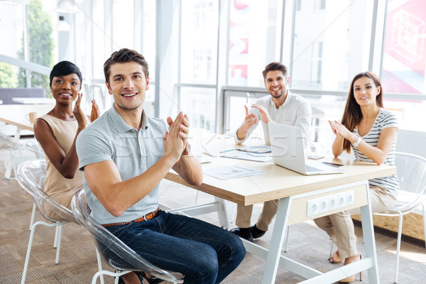 Derűs üzletemberek ül bemutató iroda tapsol Stock fotó © deandrobot