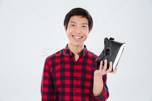 Jonge man virtueel realiteit foto Stockfoto © deandrobot