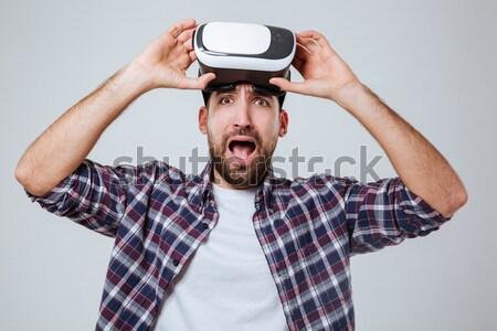 Sikít boldog férfi visel virtuális valóság Stock fotó © deandrobot