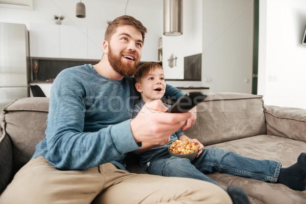 Heureux père regarder tv peu fils Photo stock © deandrobot