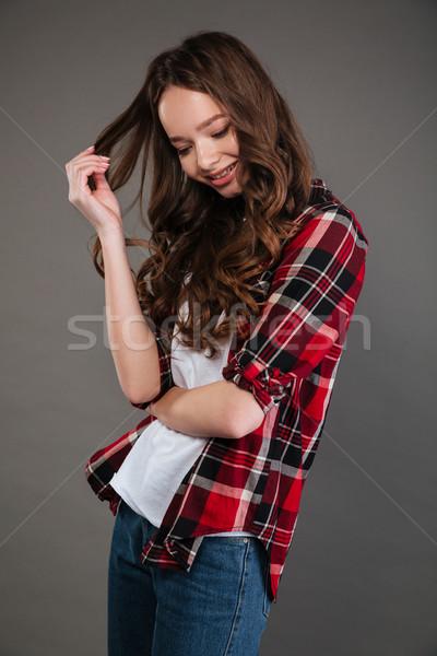 Cute verlegen jonge vrouw permanente krulhaar Stockfoto © deandrobot