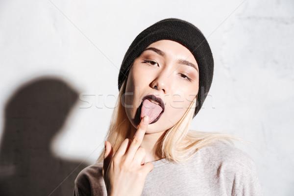 Rossz nő fekete kalap mutat nyelv Stock fotó © deandrobot