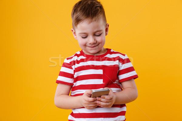 Intelligente digitando messaggio cellulare ritratto Foto d'archivio © deandrobot