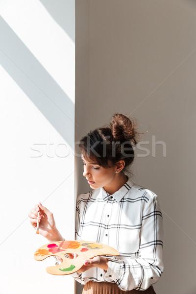 Donna artista palette piedi studio Foto d'archivio © deandrobot