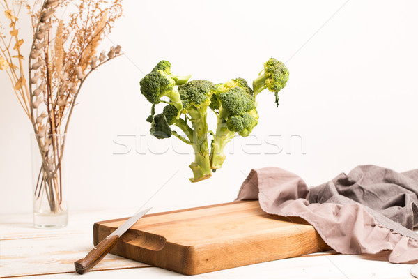 Ensemble brocoli battant au-dessus bois Photo stock © deandrobot