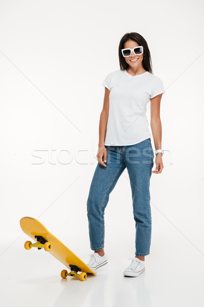 Retrato mulher jovem óculos de sol posando bastante Foto stock © deandrobot