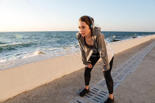 Giovani runner donna riposo allenamento mani Foto d'archivio © deandrobot