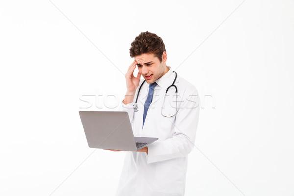 Retrato frustrado jovem médico do sexo masculino estetoscópio uniforme Foto stock © deandrobot