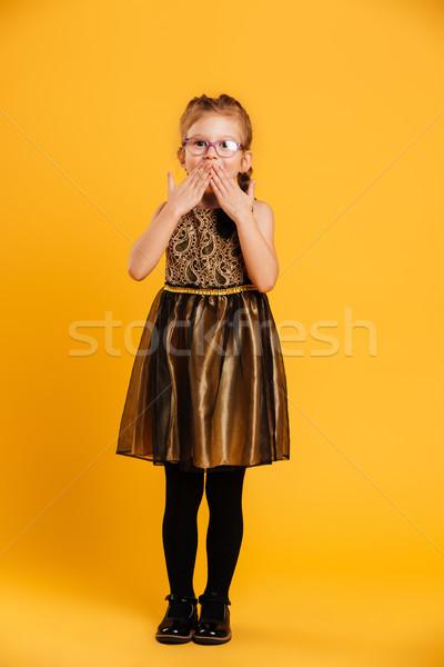 Surpreendido little girl criança quadro em pé isolado Foto stock © deandrobot