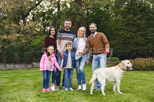 Stockfoto: Mooie · groot · gelukkig · gezin · golden · retriever · buitenshuis