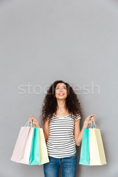 Stúdiófelvétel mosolygó nő kifejez élvezet boldogság vásárol Stock fotó © deandrobot
