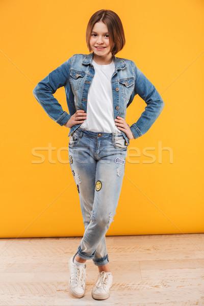 Porträt lächelnd wenig Schülerin stehen Stock foto © deandrobot