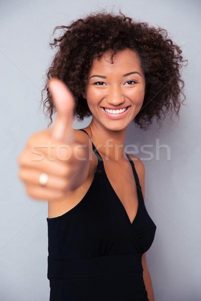 Mulher negra polegar para cima retrato feliz Foto stock © deandrobot