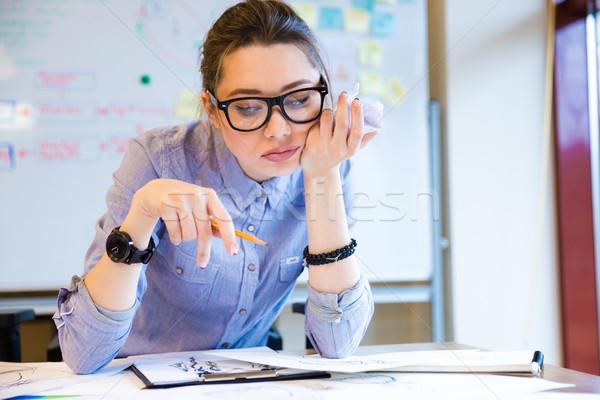 Unatkozik nő divat designer dolgozik készít Stock fotó © deandrobot