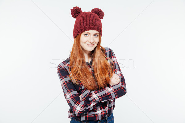 Glimlachende vrouw armen gevouwen naar camera geïsoleerd Stockfoto © deandrobot