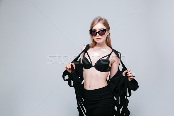 Charmant femme mode drap posant gris Photo stock © deandrobot