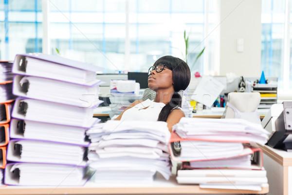 Femme d'affaires dormir bureau beaucoup travaux afro Photo stock © deandrobot