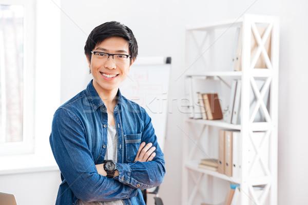 Gelukkig zakenman permanente kantoor knap Stockfoto © deandrobot