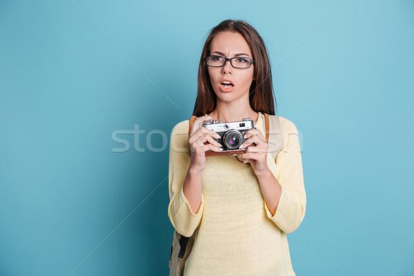 Töprengő gyönyörű lány kék izolált nő technológia Stock fotó © deandrobot