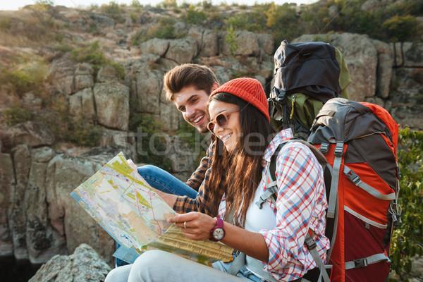 Gülen macera çift harita bakmak Stok fotoğraf © deandrobot