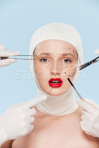 Modell chirurgisch schauen Kamera isoliert Mädchen Stock foto © deandrobot
