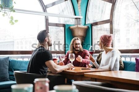 Zijaanzicht paar tabel cafe vergadering venster Stockfoto © deandrobot